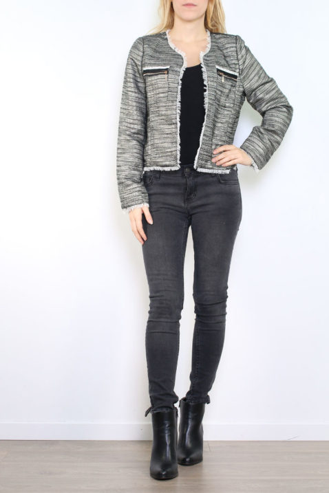 Schwarzer Damen Blazer mit Fransendetails & Glanz-Metallic-Effekt - Lurex Business & Casual von Tailya Paris - Ganzkörperansicht