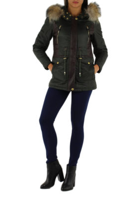 Toxik3 khaki grüne warme Damen Winterjacke mit Kapuze & abnehmbaren Kunstfellkragen – Kapuzenjacke – Ganzkörperansicht