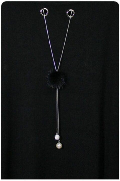 Schwarzer leichter Damen Pullover mit Kettendetail, Ösen & seitliche Schlitze von Kilky - Detailansicht