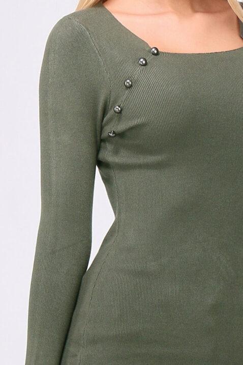 Khaki grünes leichtes Damen Feinstrick-Kleid - Pulloverkleid von QUEEN´S - Detailansicht