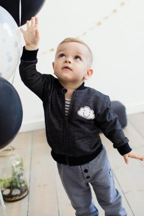 Dunkel graue Baby Jungen Jogginghose & Schlupfhose - Babyhose mit Patch & Knöpfe von Pinokio - Kinderphoto