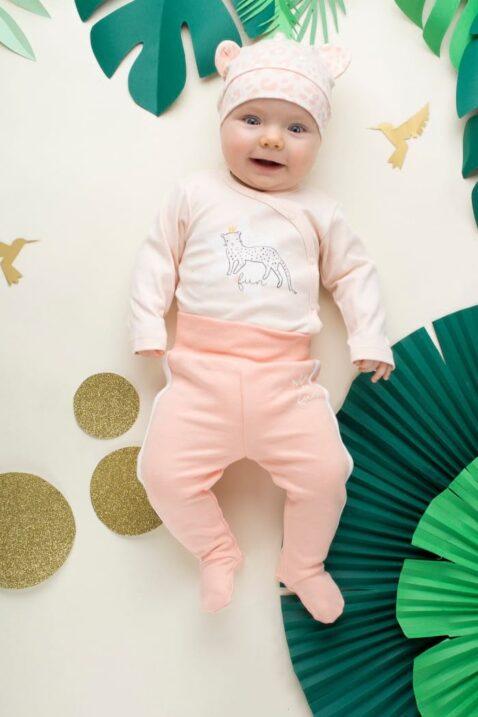 Set rosa Baby Mädchen Strampelhose mit Füßen & seitlichen weißen Streifen, Schlafhose, Schlafstrampler, Body & Mütze von Pinokio - Babyphoto