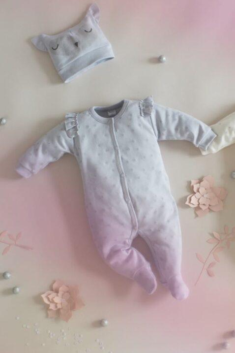 Set ecru grauer Baby Schlafoverall mit Füßen, Rüschen & Sterne Motive & Mütze für Mädchen - Schlafanzug & Strampelanzug Overall einteilig von Pinokio - Inspiration Lookbook