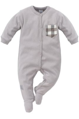 Pinokio grauer Baby Schlafoverall mit Füßen, Karo Brusttasche & Patch für Jungen – Schlafanzug einteilig & Strampelanzug Overall – Vorderansicht