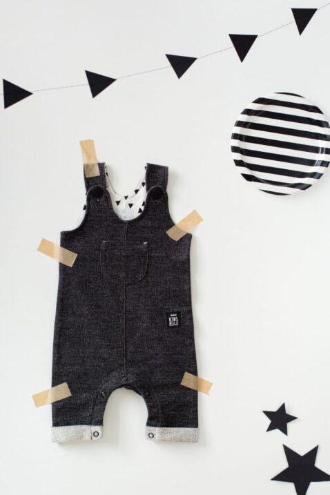 Schwarze Baby Latzhose strukturiert im Jeans Denim Look mit Beinumschlag, Brusttasche, Patch für Jungen & Mädchen - Lange Jeans Sweatjeans Overall von Pinokio - Inspiration