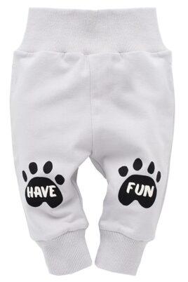 Pinokio graue Baby Leggings Sweathose mit Hundetatzen & Schriftzug Have Fun für Jungen & Mädchen – Hunde Baby Schlupfhose & Schlafhose mit Bündchen Komfortbund – Vorderansicht