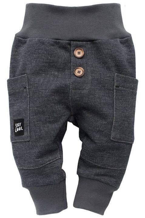 Dunkelgraue Babyhose im Grey Denim Jeans Design mit Taschen, Patch & breitem Komfortbund strukturiert - Jungen & Mädchen Sweatjeans & Schlupfhose von Pinokio - Vorderansicht