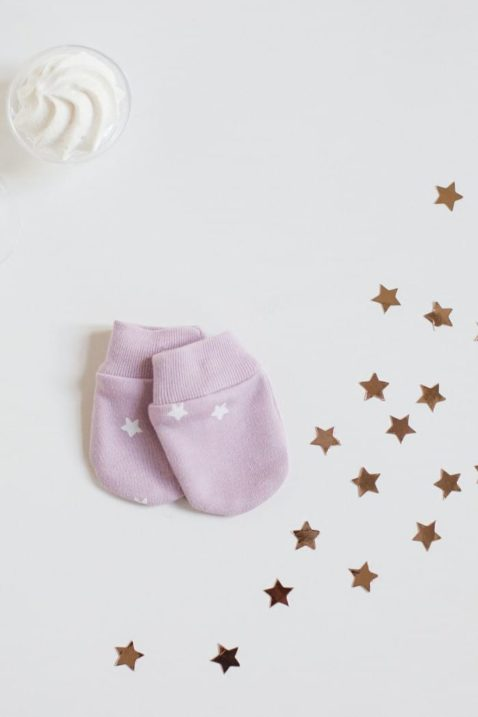 Rosa Babyhandschuhe Fäustlinge mit weißen Sternen & gerippten Bündchen für Mädchen - Kinderhandschuhe Winter Herbst für empfindliche Hände & gegen Kälte von Pinokio - Inspiration Lookbook