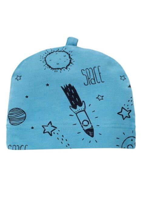 Blaue Baby Mütze mit Weltall Motiven Sterne, Raketen, Mond für Jungen - Babymütze Weltraum blau unifarben mit All Over Muster von Pinokio - Vorderansicht