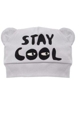 Pinokio graue Baby Mütze mit Ohren & Schriftzug Stay Cool für Jungen – Hellgraue Babymütze Kindermütze Baumwolle unifarben – Vorderansicht