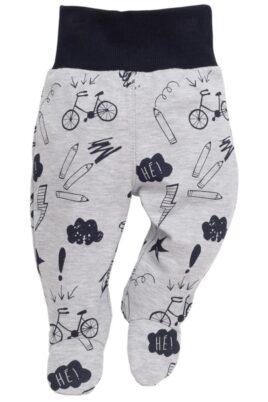 Pinokio graue Baby Strampelhose mit Fuß, lustigen Schul-Motiven & Komfortbund für Jungen – Hellgraue Baumwollhose Schlafhose mit Schulmotiven Autos, Fahrräder, Malstiften & Sprechblasen – Vorderansicht