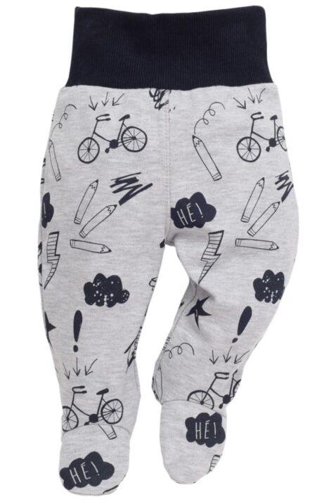 Graue Baby Strampelhose mit Fuß, lustigen Schul-Motiven & Komfortbund für Jungen - Hellgraue Baumwollhose Schlafhose mit Schulmotiven Autos, Fahrräder, Malstiften & Sprechblasen von Pinokio - Vorderansicht