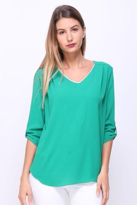 Grüne Damen Bluse mit 3/4 Arm, V-Ausschnitt & Riegel zum Fixieren der Krempelärmel - Schöne elegante Schlupfbluse Sommerbluse casual mit Zierkragen Verzierungen unifarben von REVD'ELLE PARIS - Vorderansicht
