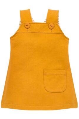 Pinokio süßes currygelbes Baby Latzkleid & Sweatkleid ärmellos mit kleiner Tasche, Patch Nice Day & Knöpfe für Mädchen – Kurzes Babykleid – Vorderseite