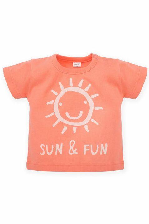 Koralle Baby T-Shirt mit SUN & FUN Print & strahlender Sonne für Jungen & Mädchen - Orange Lachs Babyshirt kurzarm Kinder Oberteil Sommershirt unifarben von Pinokio - Vorderansicht