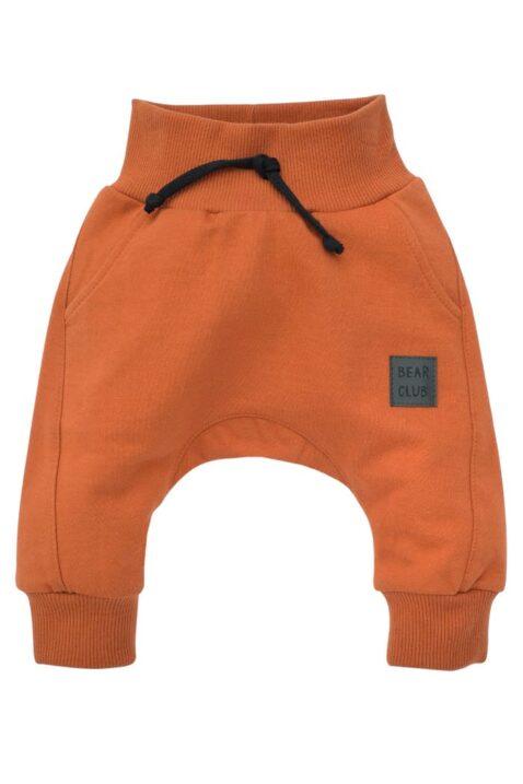 Braune Baby Pumphose Haremshose mit Taschen, Bündchen & BEAR CLUB Patch für Jungen - Rotbraune Rostbraune Basic Schlupfhose Sweathose Sweatpants Babyhose von Pinokio - Vorderansicht