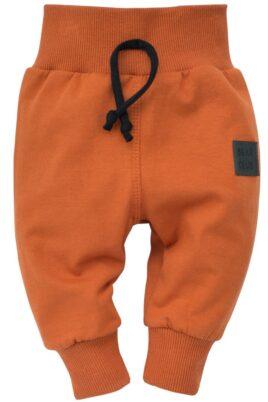 Pinokio orange braune Baby Leggings Sweathose Schlupfhose mit Patch BEAR CLUB, breitem Komfortbund & Bündchen für Jungen – Lange Babyhose Rostbraun – Vorderansicht