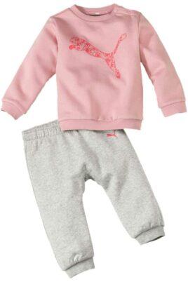 Puma Kinder Baby Set Jogginganzug Freizeitanzug mit rosa Oberteil Pullover & grauer Jogginghose mit PUMA Logo Brandingg Hausanzug Trainingsanzug – Vorderansicht Set