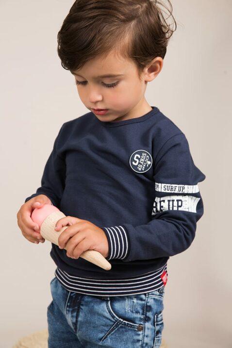 Baby Kinder Pullover Pulli dunkelblau mit gestreiftem Bündchen + Surf up-Print - Jungen Sweatshirt aus Baumwolle von Dirkje - Babyphoto