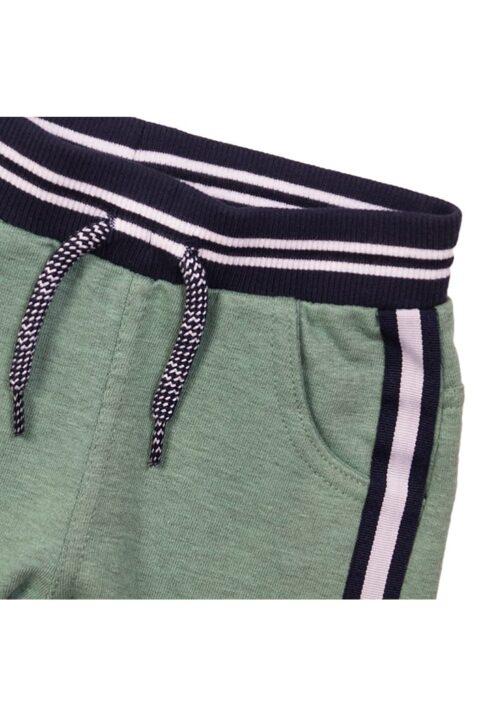 Baby Kinder Sommerhose kurz aus Baumwolle mit gestreiftem Bündchen + Zierkordel - Kinder Shorts grün mit Streifen - Kurze Hose für Jungen mit Taschen von Dirkje - Detailansicht