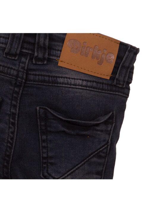 Baby Jeans mit Taschen + Marken-Patch in Lederoptik - Jeanshose für Jungen Slim Fit dunkelgrau - Babyjeans aus Baumwolle von Dirkje - Detailansicht