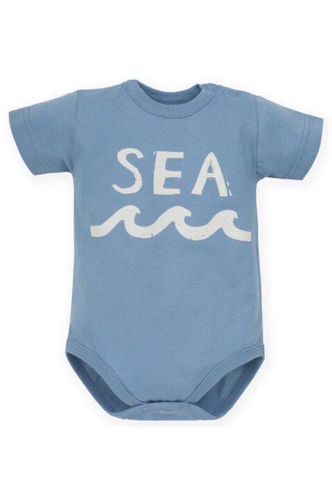 Blauer maritimer Baby Kurzarmbody mit SEA Print & Meereswellen für Jungen - Sommer Babybody kurzarm aus Baumwolle von Pinokio - Vorderansicht