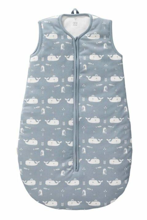 Blauer Baby Ganzjahresschlafsack mit Wal-Motiven Tiere in Bio Baumwolle GOTS zertifiziert - Hellblau Jungen Babyschlafsack Kugelschlafsack von Fresk - Vorderansicht