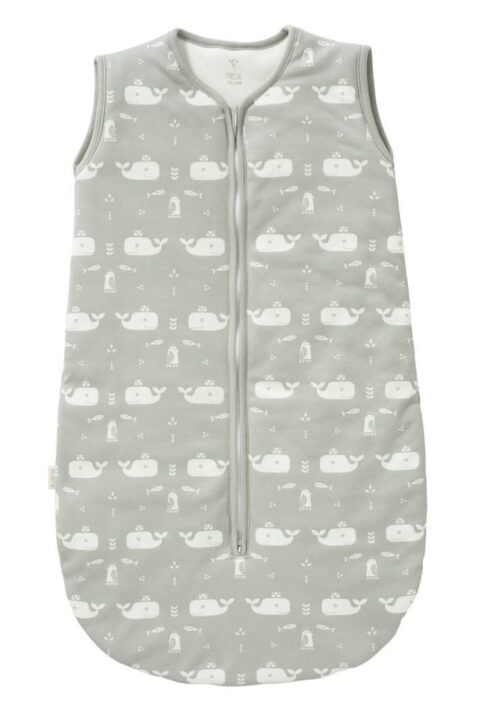 Grauer Babyschlafsack mit Wal-Motiven in Bio Baumwolle GOTS zertifiziert - Ärmelloser hellgrauer Baby Kinder Ganzjahresschlafsack für Jungen von Fresk - Vorderansicht