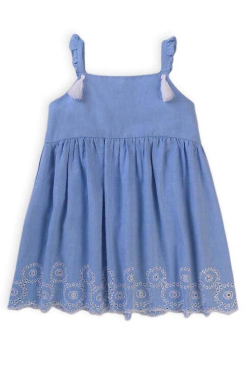 Blaues Babykleid mit Quasten, Stickereien, Rüschen für Mädchen aus Baumwolle - Hellblaues meliertes Kinder Sommerkleid mit Jakobsmuschel Saum & Unterrock von Minoti - Vorderansicht