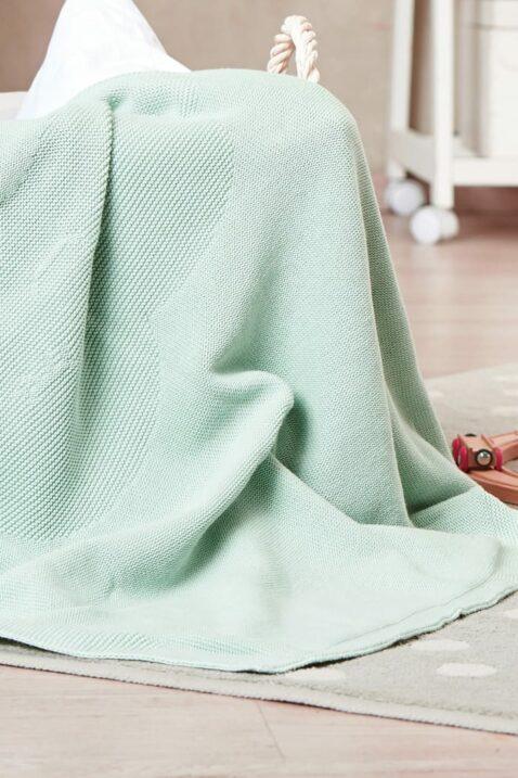 Mint grüne Babydecke mit eingestricktem Wolkenmotiv aus hochwertiger & pflegeleichter Baumwolle OEKO Tex von Nordic Coast Company - Kinderdecke Inspiration Lookbook
