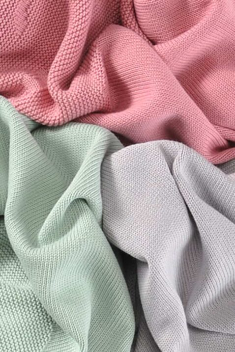 Set rosa rote, graue & grüne mint Baby Strickdecke mit Wolke aus Baumwolle - Atmungsaktive Kuscheldecke, Spieldecke & Puckdecke multifunktional von Nordic Coast Company - Nahaufnahme Kinderdecken