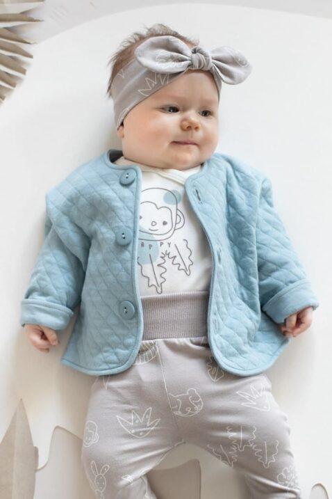 Baby Mädchen trägt beige Leggings mit Panther, Tiere - Wickelbody langarm weiß mit Affe Baumwolle OEKO TEX - Gesteppte Babyjacke mit Knöpfe blau - Beige Haarband Stirnband mit Schlaufe Schleife von Pinokio - Mädchen Babyfoto liegend