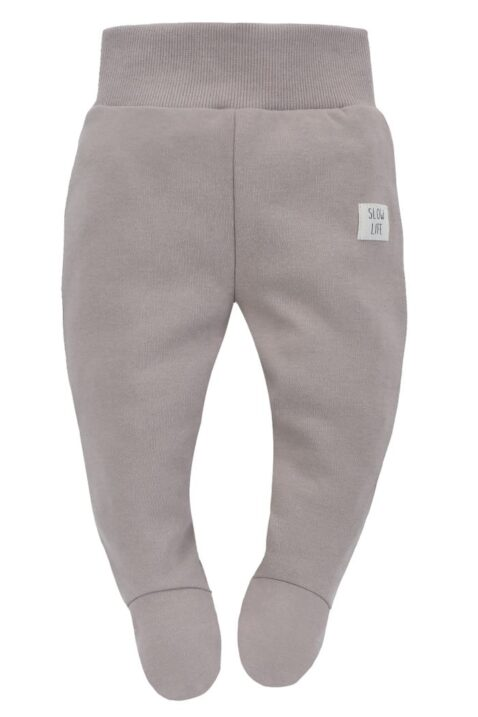 Beige Baby Strampelhose mit Fuß, Patch SLOW LIFE & breiter Komfortbund für Mädchen & Jungen aus OEKO TEX Baumwolle - Lange Kinder Schlafhose Halb-Strampler mit Füßen Kids trousers von Pinokio - Vorderansicht