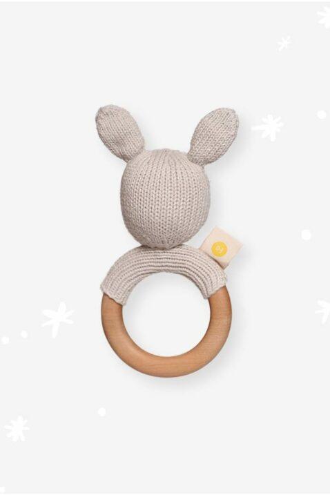 Graue Baby Rassel Hase Kaninchen mit Ohren & Holz Beißring aus OEKO TEX Bio-Baumwolle zertifiziert für Neugeborene Häschen HANDMADE im Peru von Knit A Buddy - Rückenansicht Greifling Rassel