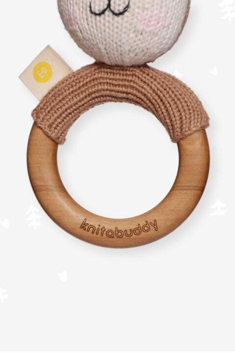 Babyrassel mit Strick Reh Tier & Beißring aus Holz mit natürlichem Bienenwachs Handmade - OEKO TEX Bio Baumwolle für Neugeborene Motorikspielzeug von Knit A Buddy - Nahaufnahme Beißring