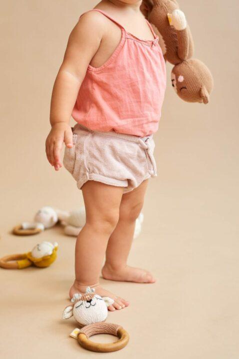 Mädchen Baby mit Rassel Beißring aus Holz & Stofftier braun Tier Rehkitz Reh - Handmade Organic Cotton OEKO TEX zertifizierte Bio Baumwolle Kinder von Knit A Buddy - Babyfoto Set Kuscheltier & Greifling