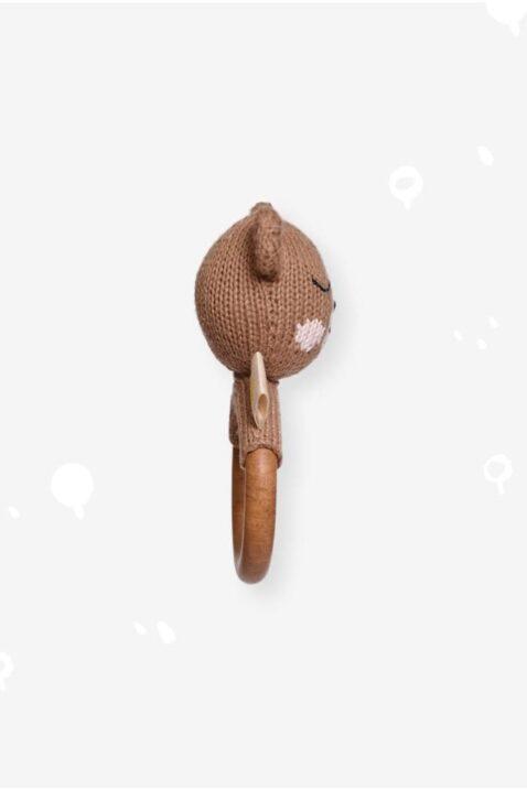 Brauner Kinder Baby Beißring aus Holz mit Bär Tier Rassel Strick Handmade aus OEKO TEX Bio-Baumwolle - Babyspielzeug für Neugeborene & Babys von Knit A Buddy - Seitenansicht Beißring Rassel