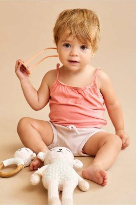 Mädchen Baby mit Rassel Beißring aus Holz & Stofftier Kuscheltier weiß Lamm - Handmade Organic Cotton OEKO TEX Spielzeug Pima Bio Baumwolle Kinder von Knit A Buddy- Babyfoto Set Kuscheltier & Greifling