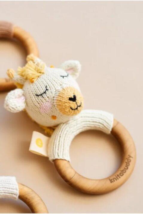 Tier Babyrassel mit Strick Lamm & Beißring aus Holz mit natürlichem Bienenwachs Handmade - OEKO TEX Bio Baumwolle für Neugeborene Motorikspielzeug Handmade weiß von Knit A Buddy - Nahaufnahme Greifling