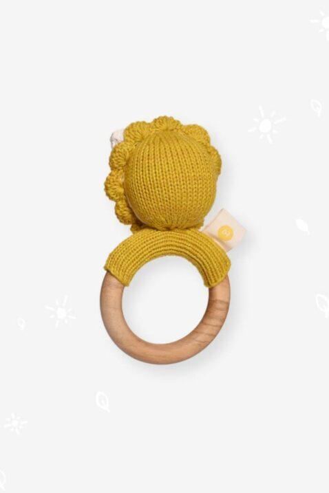 Handmade handgefertigter Beißring aus Holz & Strick Löwe Tier Rassel Kuscheltier in Curry Gelb aus OEKO TEX Bio Baumwolle für Neugeborene Kinder Motorikspielzeug von Knit A Buddy - Rückenansicht Greifling Rassel