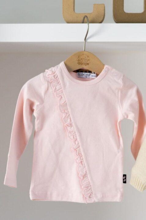 Mädchen Baby Langarmshirt hellrosa mit Rüschen – Rundhalsausschnitt Kinder Longsleeve von DIRKJE – Kleiderschrank Ansicht