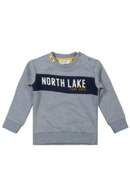 DIRKJE Baby Sweatshirt in Grau Kinder Pullover mit Schriftzug North Lake in Blau & breite Rippbündchen für Jungen – Kinder Rundhalsausschnitt Longsleeve – Vorderansicht
