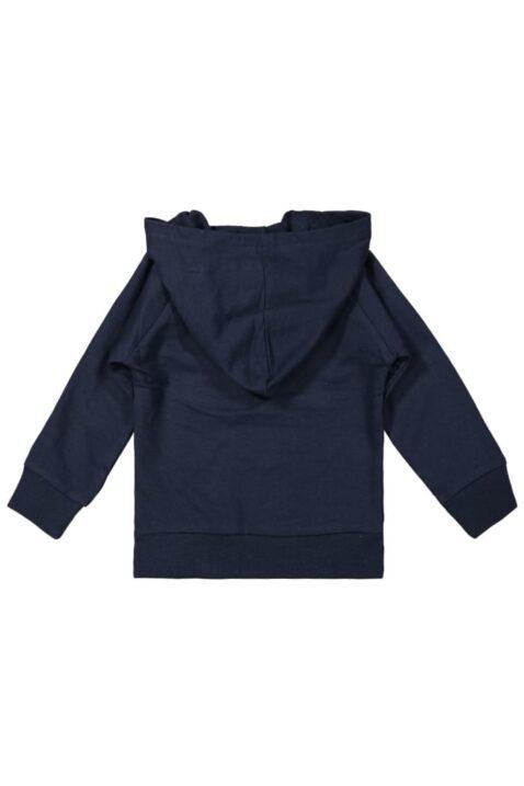 Baby Pullover mit Kapuze in Blau Oberteil Mountains are Calling mit breiten Rippbündchen im College-Style für Jungen - Kinderpullover von DIRKJE - Rückansicht