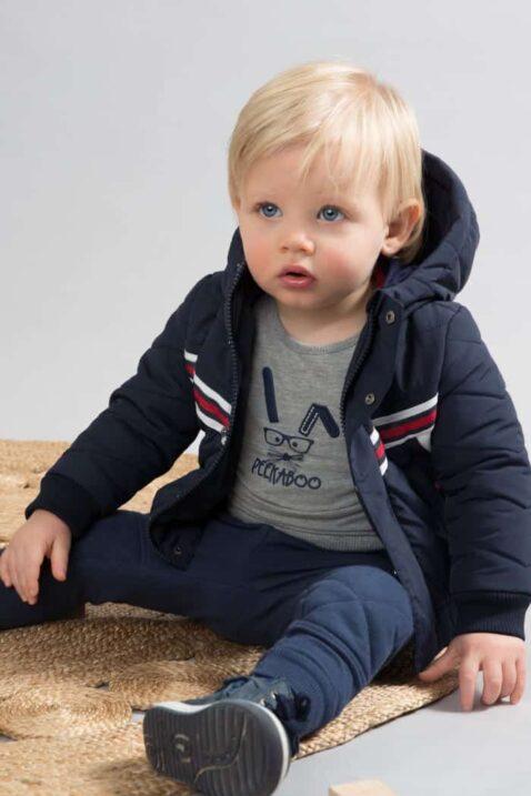 Baby Basic Pullover in grau mit Tiermotiv Hase Peekaboo Rundhals Oberteil mit breiten Rippbündchen - Babyjacke mit kapuze warm - Babyhose dunkelblau für Jungen von DIRKJE - Babyfoto Kinderfoto