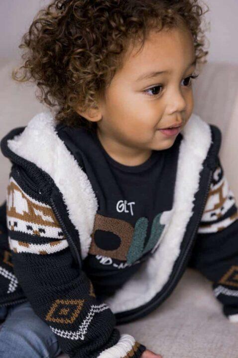 Baby Winterjacke Strickjacke Norwegerstil dunkelgrau braun weiß Kinderjacke gefüttert mit Kapuze + Sweatshirt in Dunkelblau + blaue Jeans verwaschen für Jungen von DIRKJE - Babyfoto Kinderfoto