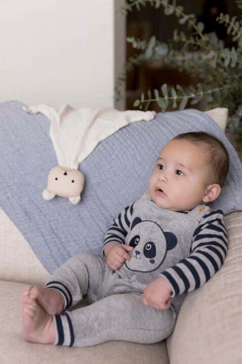 Baby 2er-Set in Hellgrau mit Panda Applikation in Dunkelblau Basic Kinderpullover gestreift & Babyhose Latzhose unifarben plus breite Rippbündchen für Jungen von Dirjke - Babyfoto Kinderfoto