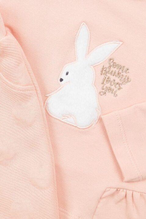 Mädchen Baby Set zweiteilig in Rosa mit Motiv Häschen in Weiß plus Schriftzug Some Bunny Loves You Babypulli & Kinder Sweathose unifarben mit Textur Punkte von DIRKJE - Detailansicht