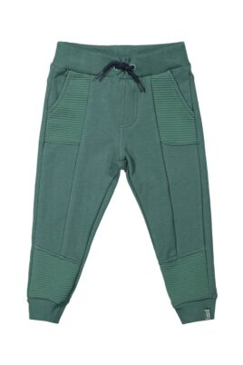 Koko Noko grüne Baby Kinder Jogginghose Sweatpants mit Taschen, Komfortbund, Ziernähte am Tasche + Fuß & Patch Basic – Dunkelgrüne Jungen unifarben Schlupfhose – Vorderansicht