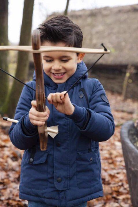 Blaue warme Kinder Winterjacke für Jungen mit Kapuze gefüttert - Warme Baby Jacke Herbst Winter mit Bündchen & Ärmel regulierbar von Koko Noko - Kinderfoto Babyfoto
